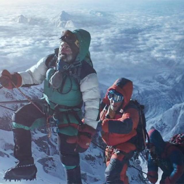 """Everest: farmecul fatal de pe """"acoperișul lumii"""""""