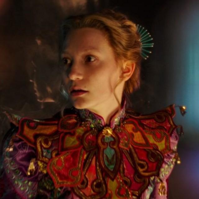 """""""Alice în Ţara Oglinzilor"""": mai aproape de Michael Ende decât de Lewis Carroll"""