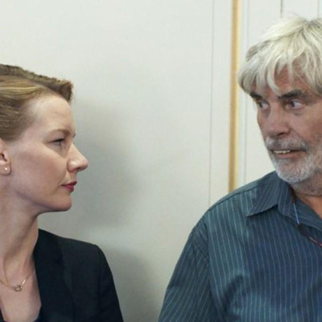 """""""Toni Erdmann"""", premiat la Cannes, vine pe 21 octombrie în cinematografele de la noi"""