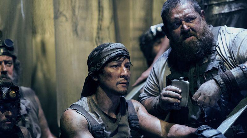 Daniel Wu (Sunny) și Nick Frost (Bajie)