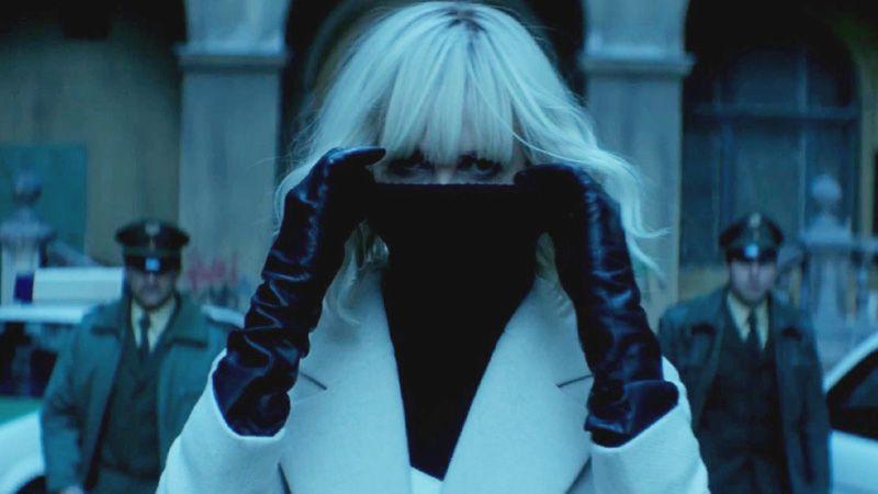Charlize Theron în filmul Atomic Blonde: Agenta sub acoperire