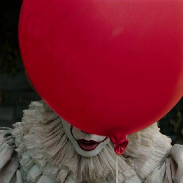 "Bill Skarsgård este Pennywise în filmul ""IT"""