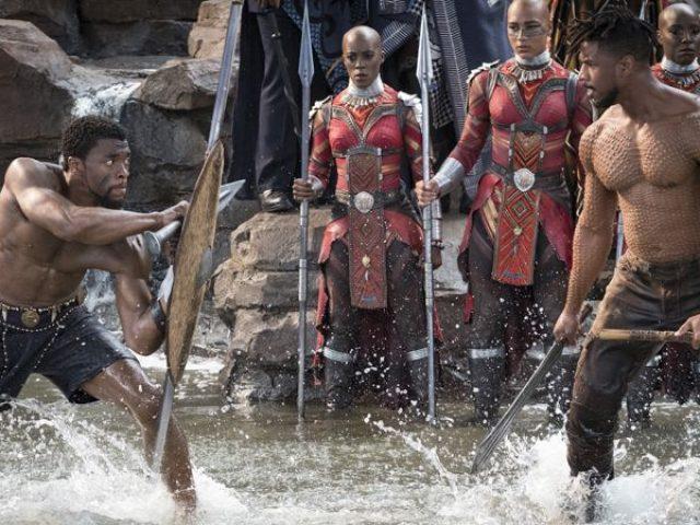 """Erik Killmonger și T'Challa, în filmul """"Pantera Neagră"""""""