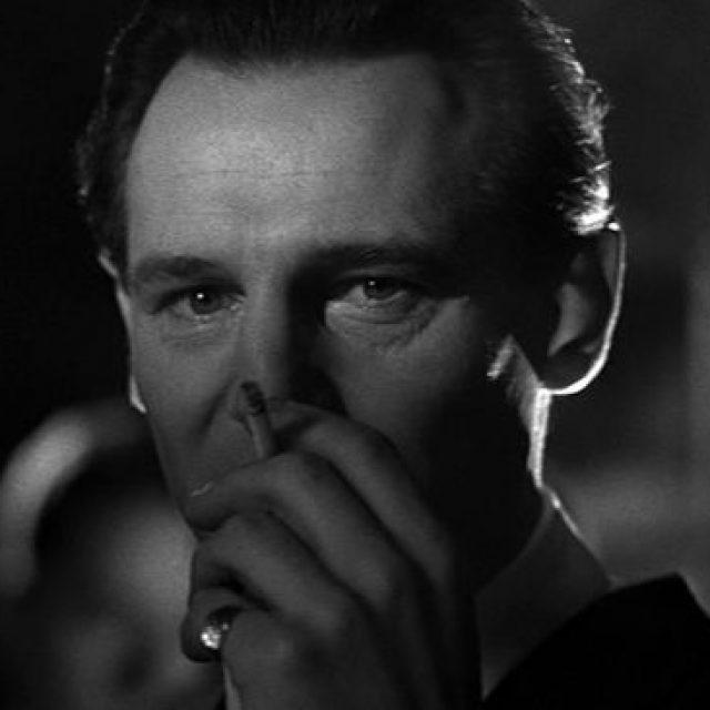 Oskar Schindler este interpretat de Liam Neeson