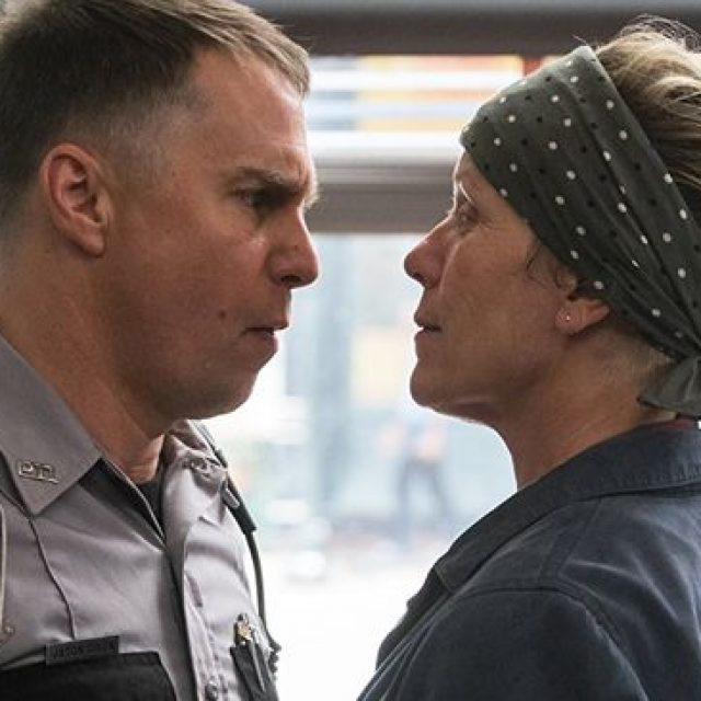 Dixon (Sam Rockwell) şi Mildred (Frances McDormand)